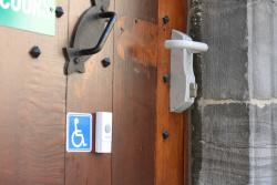 The doorbell outide the restaurant