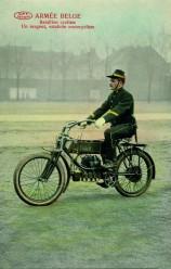Militaire sur FN quatre cylindres, avant 1914
