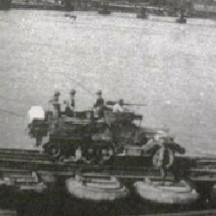 Pont provisoire sur la Meuse en face du parc d'Avroy