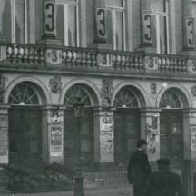 1. La propagande électorale sur la façade du Théâtre de Liège