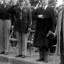 Eisenhower am ersten Gedenktag in Henri-Chapelle-1945