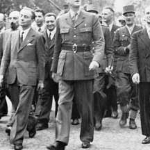 26 août 1944, De Gaulle près de l'Arc de Triomphe