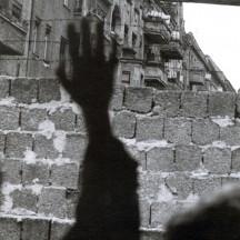 Août 1961, l'URSS décide la construction du mur de Berlin