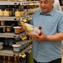 Choisir des produits locaux en magasin