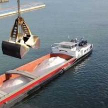 Par bateau,les cargaisons de sel (ici port de Rotterdam)