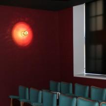 Reconstitution d'une salle de cinéma de quartier des années '60.