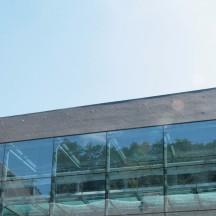 Cloître avec vue sur galerie vitrée