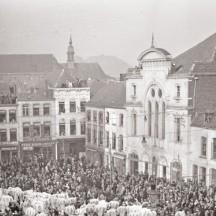 Le rondeau sur la Grand-Place de Binche/L.Max - Binche (1930)