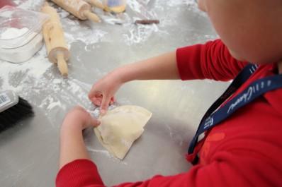 Atelier gosette chez un boulanger