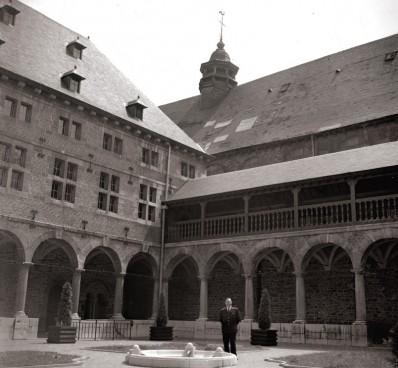 Cloître du Musée de la Vie wallonne en 1972