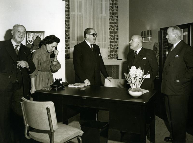 FHMW/ Irène VRANCKEN -PIRSON entourée d'Arille Carlier et Maurice Destenay, le jour de l'inauguration 1956-001