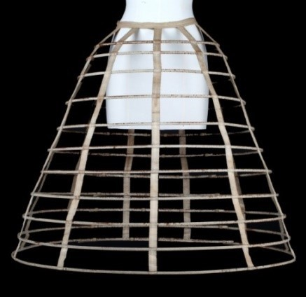 Crinoline composée de onze cerceaux d'acier