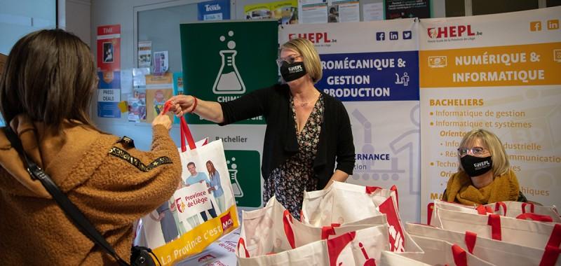 Distribution de paniers alimentaires solidaires : la HEPL se mobilise pour soutenir ses étudiants