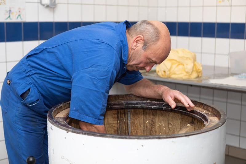 Alain Vandenschrick dans son atelier de fabrication