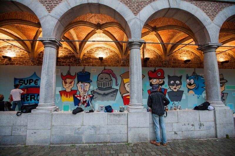 La fresque Super Marionnettes dans le cloître du Musée!