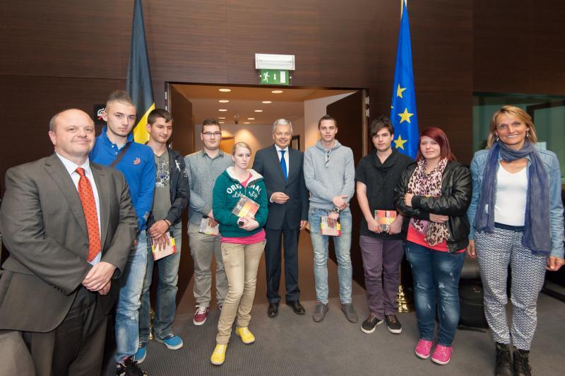 Remise de Prix, par M. Didier REYNDERS, Vice-Premier Ministre et Ministre des Affaires étrangères, dans le cadre du concours
