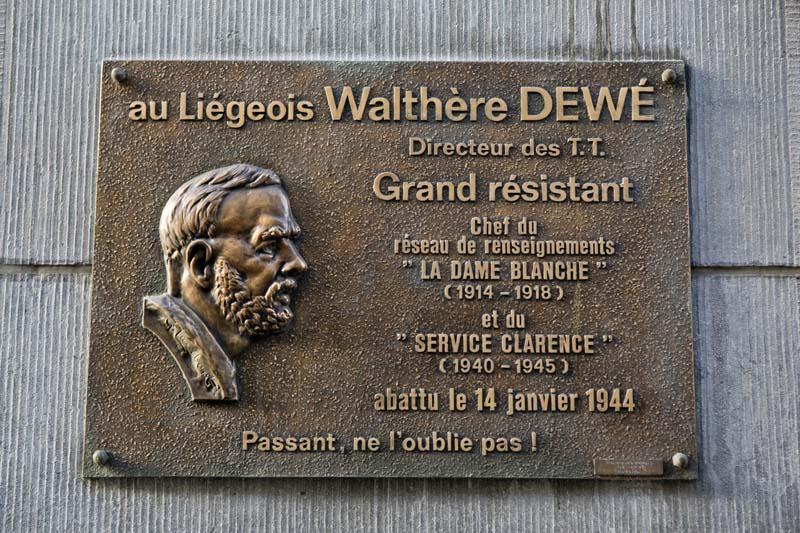 Plaque en mémoire de Walthère Dewé, rue de l'Université