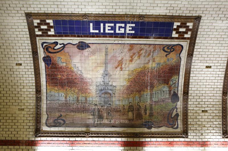 """Station de métro """"Liège"""" à Paris: le Perron"""