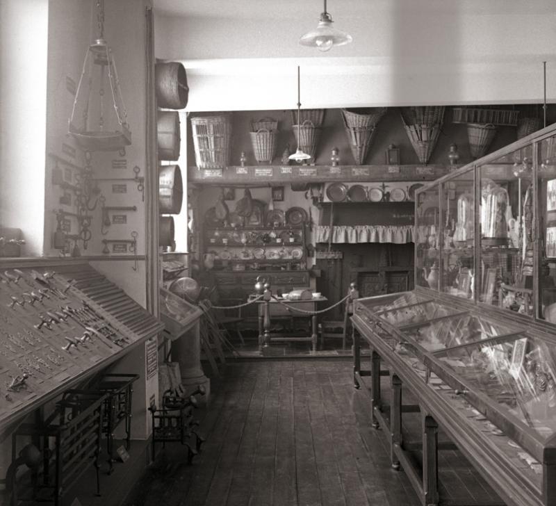 Premières salles d'exposition du Musée...en Féronstrée