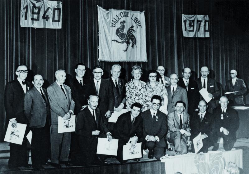 Portrait de groupe réalisé à l'occasion du 30e anniversaire du mouvement Wallonie libre (MVW-FHMW-D0051-WL-22)