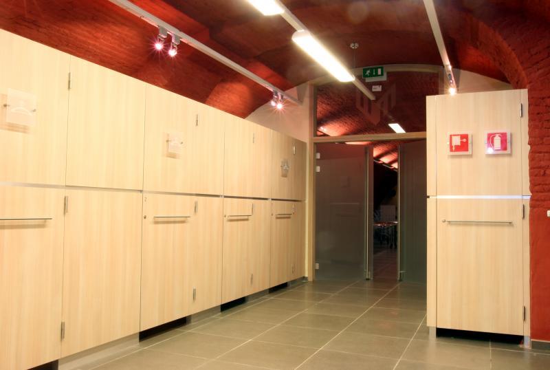 Vestiaires et espaces de rangement au sous-sol