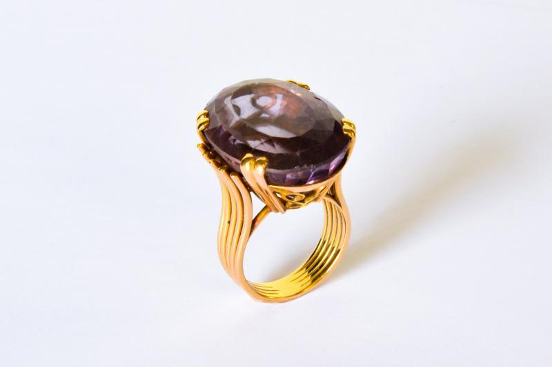 La bague ci-contre a été achetée à la bijouterie E. Forest Joaillier de la rue Rivoli à Paris
