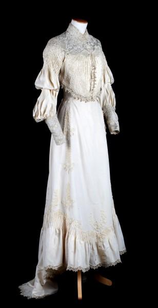 Robe de mariée provenant de la famille Lohest composée d'un corsage et d'une jupe, Liège, 1900.