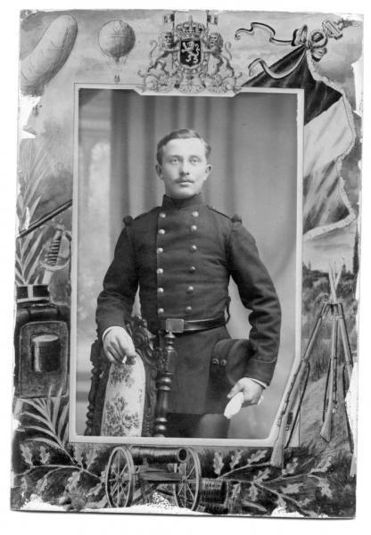 Portrait de jules XHENSEVAL en conscrit du 12ème régiment d'infanterie de ligne, 1912-1913 (Collection privée)